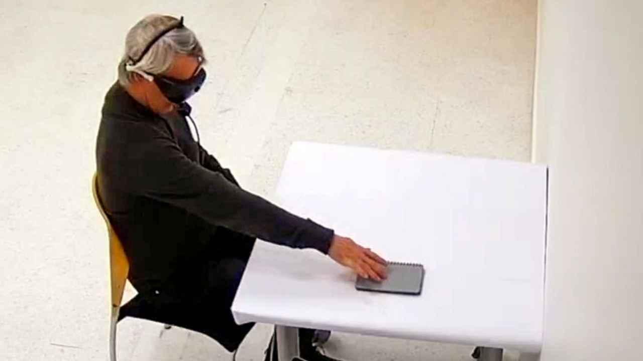 Un hombre ciego recupera parcialmente la visión tras tratamiento de  optogenética | TXS Plus